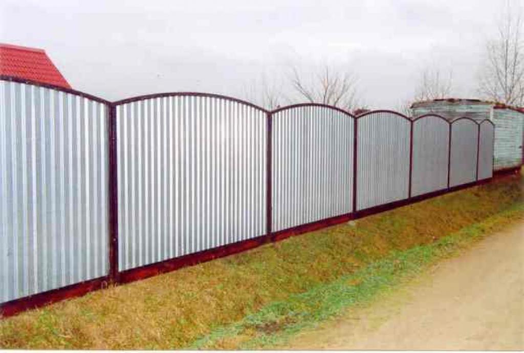 Заборы из профлиста (профнастила) а так-же заборы из сварной сетки (3D) и заборы из поликарбоната варианты комплектации.